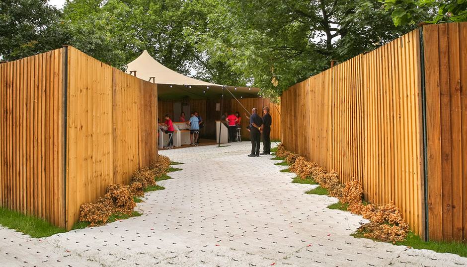 Temporary Fencing & Barriers - Entertee